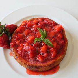 Gâteau di ricotta con salsa di fragole