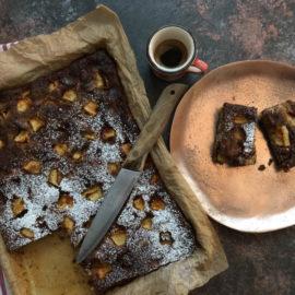 Torta con farina di segale: mele, limoni e pinoli