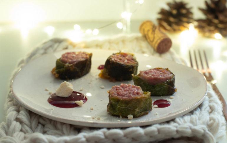 salamini al tastasale avvolti da verde con gelatina di chianti e meringhe salate 1