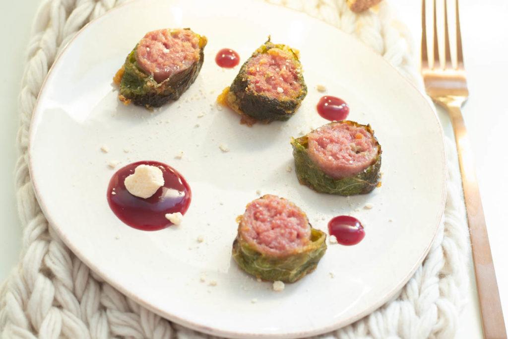 salamini al tastasale avvolti da verde con gelatina di chianti e meringhe salate 2